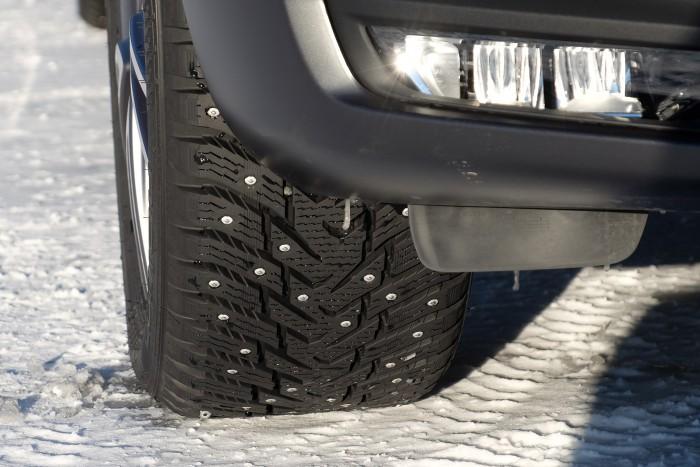 Apró szögek kapaszkodnak a jégbe