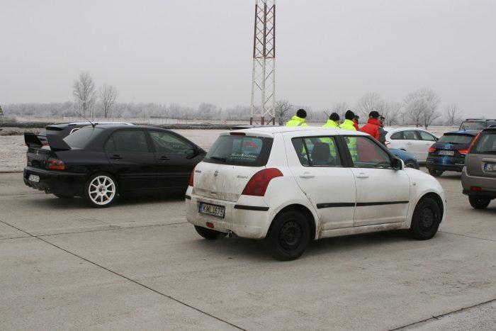A legkülönfélébb autókkal érkeztek a résztvevők a képzésre