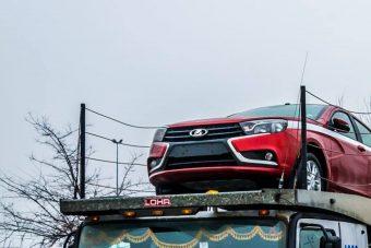 Fotón, ahogy az új Ladák Budapestre érkeznek