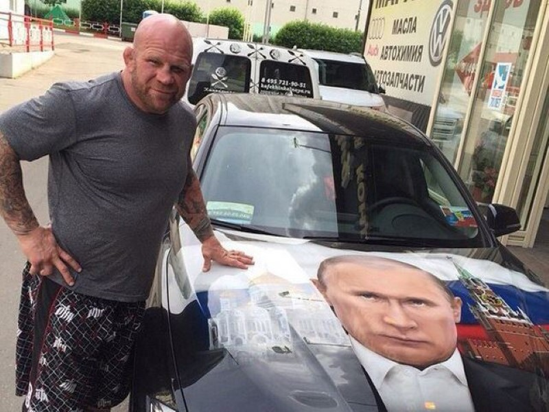 Vladimir-Putin-fans-paint-his-picture-on-their-cars-10