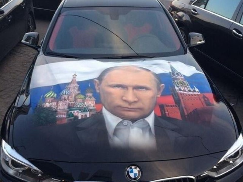 Vladimir-Putin-fans-paint-his-picture-on-their-cars-2