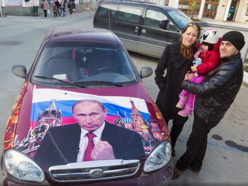 Vladimir-Putin-fans-paint-his-picture-on-their-cars-8