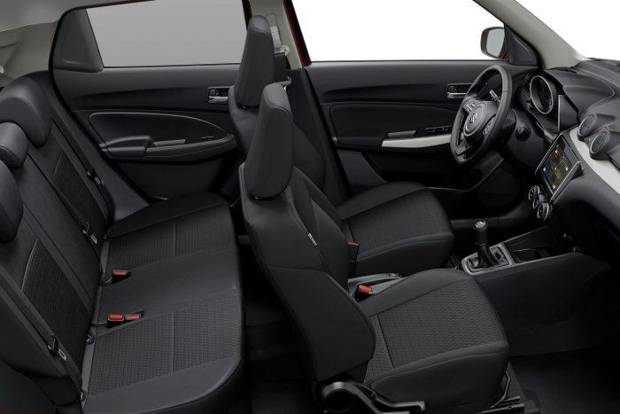 Mindez nem is annyira lényeges, mint a műszaki változások: az autó úgy lett tágasabb mindkét üléssoron, valamint a csomagtartóban (265 liter, +25 százalék), hogy közben akár 120 kilóval könnyebb, és 80 centivel szűkebb körön (9,6 méteres átmérő) fordul.