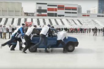 Ilyet is csak az oroszok tudnak kitalálni: autós curling