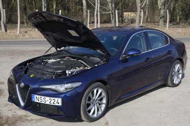A 2,2 literes dízelmotor 3750-es fordulaton adja le a 180 lóerőt, 1750-es fordulaton pedig 380 Nm nyomatékot.
