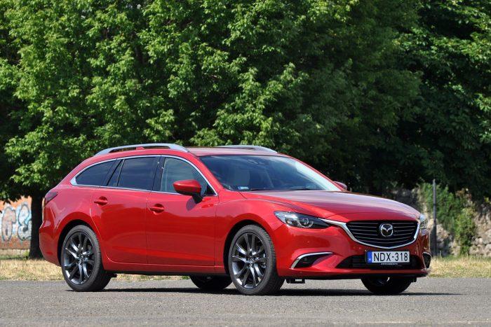 Nagyobb hengerűrtartalmú dízelekkel kevesebb NOx-kibocsátással érhető el azonos nyomaték, mint a kisebbekkel, ezért 2,2 literes a Mazda dízelmotorja