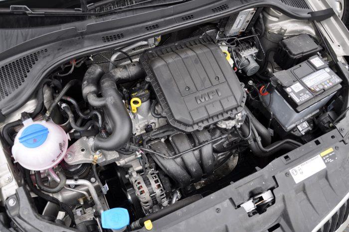 60 lóerős is van a Fabia háromhengereseszívómotorjából. Rezgéscsillapítása jobb, mint a C3 héromhengeresében, de négy henger az négy henger, ezt a kulturált japán motor igazolja