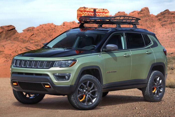 Jeep Trailpass Az új Compass Trailhawk extrém terepképességeit még tovább fokozó autó igényes belső kivitelt, 2,4-es benzinmotort és kilencfokozatú automata váltót kapott.