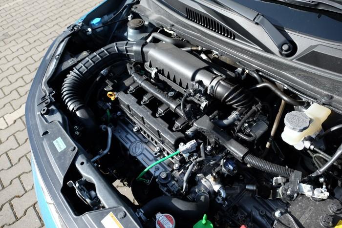 90 lóerős az 1,2 literes, szívó benzinmotor. Csúcsnyomatéka 120 Nm