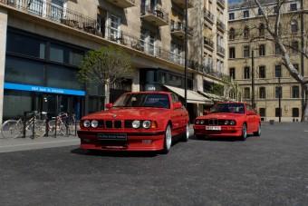 Luxusautók, amik büntetlenül parkolhatnak, ahol csak akarnak