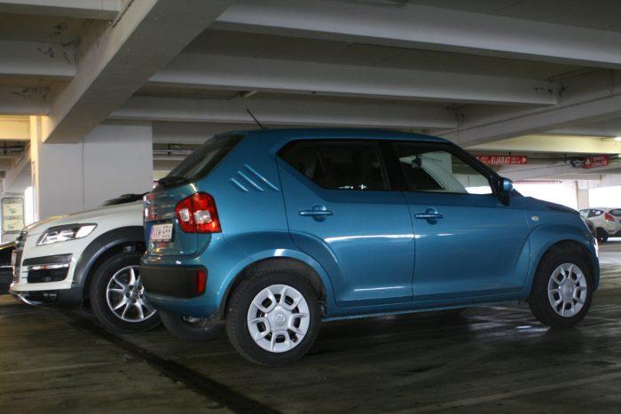 Az egyre szélesebb új autók nehezen férnek át a régebbi garázsok ajtaján. Az új Suzuki Ignisben ez nem gond