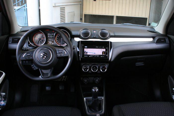 Nem rossz az összkép, de valahogy a belső téri minőségérzet nem érdekli a Suzukit, pedig az autó technikája nagyon fejlett
