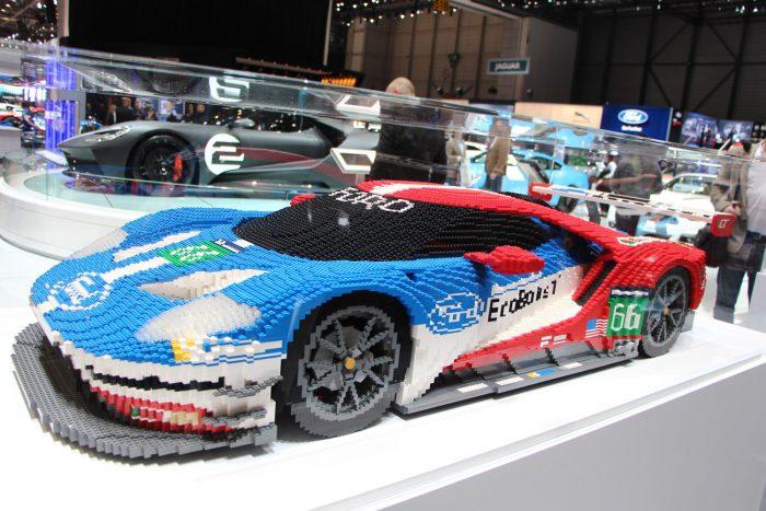 Az aktuális Ford GT versenyautó mása 1:3 arányban, három hét alatt készült el,
