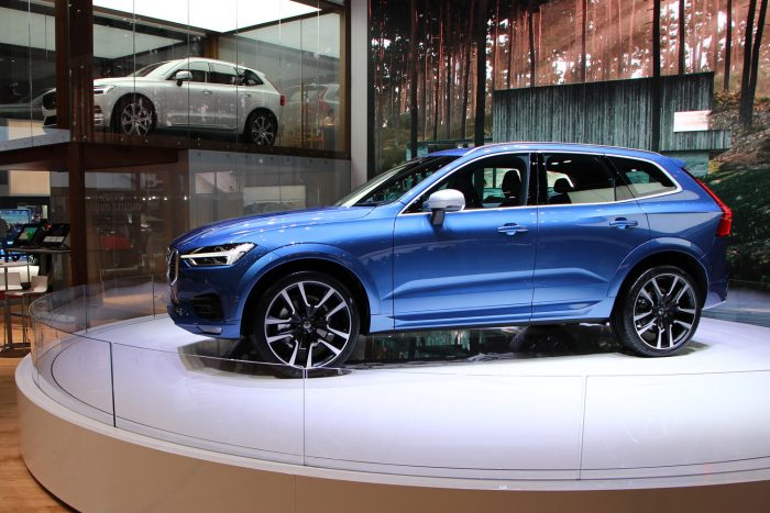 13,9 milliótól indul az összkerekes, 190 lóerős XC60 Momentum listaára nyolcfokozatú automatikus váltóval