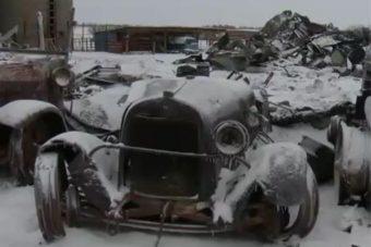 Lángok martaléka lett közel száz autócsoda