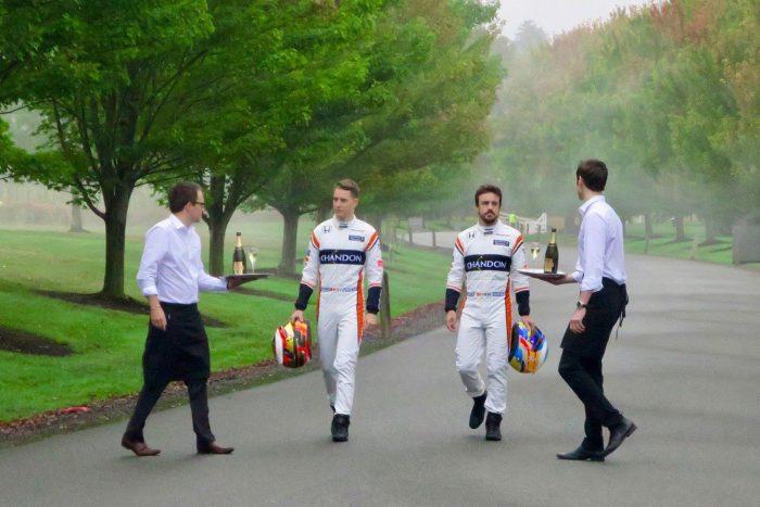 Reklámfotózáson a McLaren-pilóták