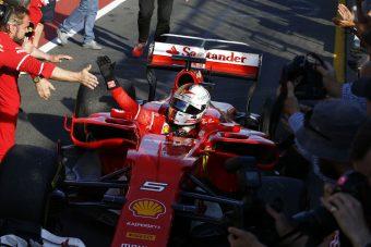 Videó: Ilyen közel voltak a nézők Vettel Ferrarijához
