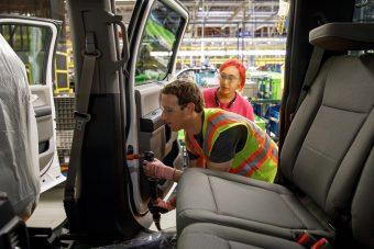 Autógyári munkásnak állt a Facebook-vezér