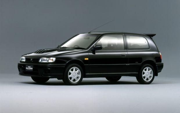 1990-től csupán négy éven át gyártották a Nissan Pulsar GTi-R-t, melynek háromajtós karosszériája alatt egy igazi kis WRC gép lapult. 2 literes turbómotor 230 lóerővel és összkerékhajtással 5 másodperc alatt futotta a 100-as sprintet, de a negyed mérföldes táv is megvolt 13 másodperc alatt.