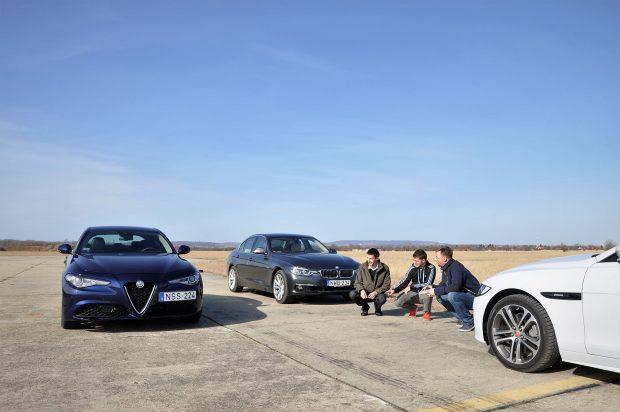 Balról jobbra a tesztbrigád: Csordás Gábor az Autó és Stílustól, középen Csepreghy Dániel majd a szerző a Vezesstől. A trióból a 3-as BMW a legjobb autó és a Jaguar XE is nívós konkurens, de mindhármunkat meggyőzte az Alfa, hogy helye van a prémium mezőnyben