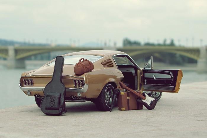 A finoman elmosott Margit híd még teljesen életszerű - Autoart Ford Mustang GT 1967