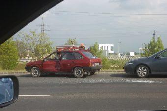 Felborult egy autó Győrnél