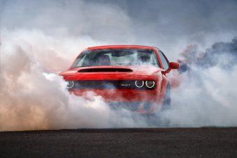 Fél tucat világcsúccsal érkezik a Dodge utcai dragsterje