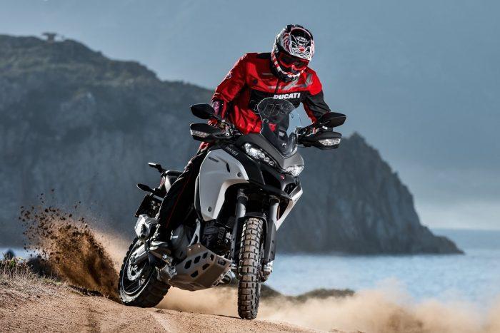 Ducati Multistrada 1200 és Multistrada 950 (2016 – 2017) Az üzemanyagszint-érzékelőt rögzítő anyacsavar mellett benzin szivároghat a tankból, ami a motorral és egyéb forró felületekkel érintkezve kigyulladhat.