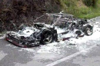 Ritka Ferrarit emésztettek fel a lángok
