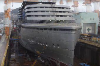Ahogy ez az óceánjáró elkészül, annál nem kell jobb videó mára