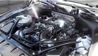 Kerti locsoló lett a BMW V8-as motorjából, így jár, aki ökör módjára hajt vízbe