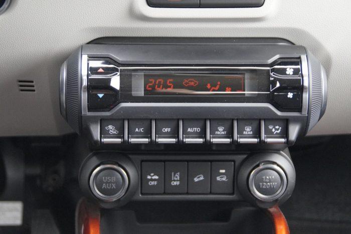 Automata klíma és Peugeot 3008-jellegű gombsor