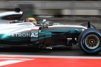 F1: A Mercedes hosszabbított, nem szállnak ki