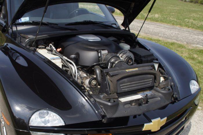 A hatliteres V8 nyomórudas vezérlésű, hengerenként kétszelepes