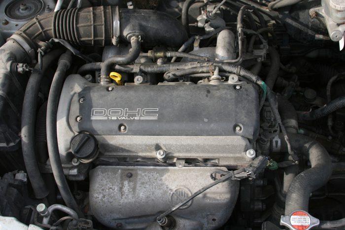 Városi használatra töbnyire elég a gyengébbik motor. A képen egy Suzuki Liana 1,3-as motorja