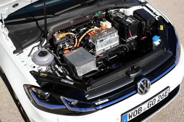 Nagyobb kapacitású akksit és erősebb motort is kapott a villany Golf