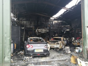 Könnyfakasztó: ritka Nissanok égtek porrá
