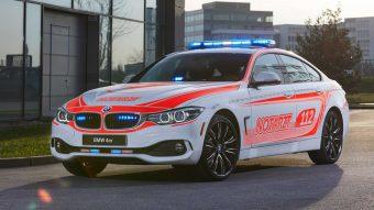 Életmentőket villant a BMW