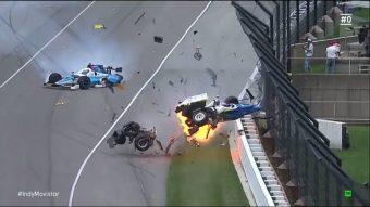 Horrorbaleset az Indy 500-on, áll a futam - videó