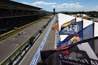 F1: Barcelonában rásegítenek az előzésekre