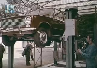 Ettől a filmtől egy csapásra 1972-be csöppenünk, erre vágyott akkor az autószerelő