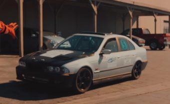 Kertben barkácsolt elektromos BMW veri meg a Teslát