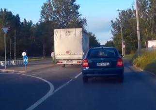 Ilyen amikor két sofőr értelmetlen párbajt vív a semmiért
