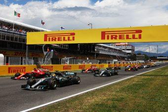 F1: A Pirellinél felborult a festékpolc - videó