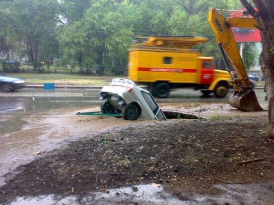 pothole-roads_in_russia_640_02
