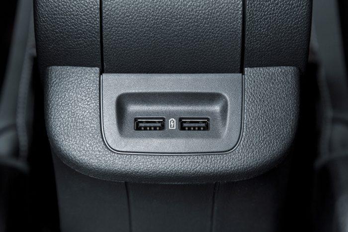 Ülésfűtés is rendelhető hátra vagy két USB-csatlakozó