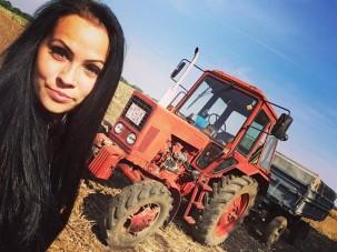 Ez a gyönyörű magyar lány MTZ-t vezet és az év Gazdász Szépe lett
