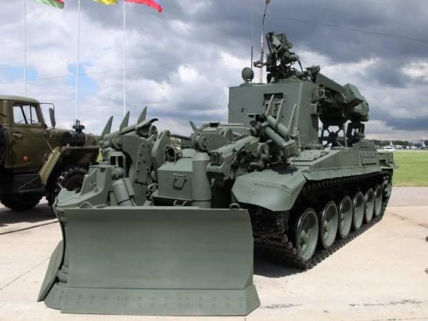 IMR-3M - A takarítás orosz nagymestere 1980 óta szolgálja a sereget. Alapja egy T-90-es tank, de nem a 840 lóerő miatt érdekes a jármű, hanem a 8 méter magasra kinyújtható 2 tonna teherbírású kanál, illetve az orrára szerelt tolólap miatt. Ha erélyesen kell bekopogni valahová, ez a megfelelő eszköz!