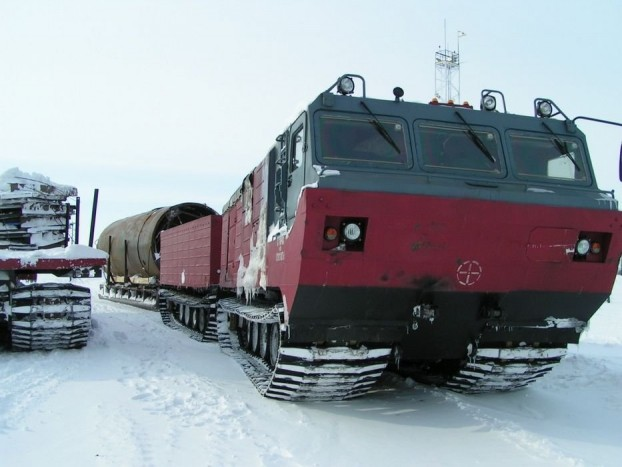 DT30 Vityaz - A föld legzordabb terepén is elboldogul az 1982 óta szolgálatban lévő Vityaz. Szibéria, vagy sivatag, neki egykutya, és mivel kétéltű a folyók sem jelentenek akadályt. Motorja 710 lóerős, és megfelelő terepen képes 90 km/órára gyorsítani a masztodont, ráadásul jó oroszhoz méltóan bármilyen robbanékony üzemanyaggal beéri.