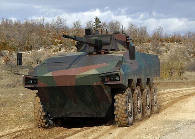 ATOM harci jármű - Az orosz fegyverkezés nem csak a múltba révedésről szól, a négytengelyes újdonságot a franciákkal közösen fejlesztik. Lövege 120-140 töltényt lő ki percenként, akár hat kilométeres távolságra, végsebessége 100 km/óra hatótáv egy feltöltéssel 750 km